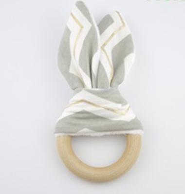 houten bijtring konijnenoortjes grijs wit goud