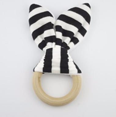 houten bijtring konijnenoortjes zwart wit