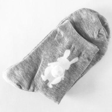 Grijze kousen konijn