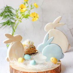 paasdecoratie blauw beige konijn