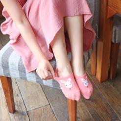 roze sokjes met wit konijn